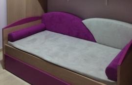 Καναπές-κρεβάτι σε ξύλο οξιάς, με 2 στρώματα, αυτόματο μηχανισμό, υφάσματα και μαξιλάρια