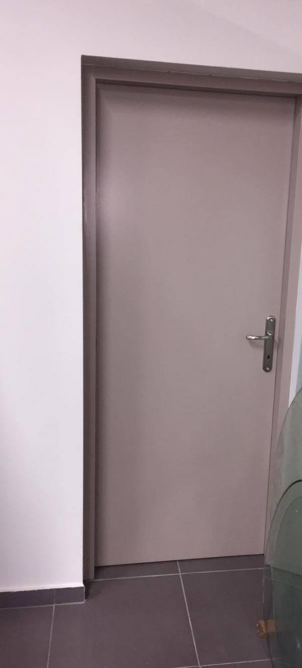 Πόρτα εσωτερικού χώρου ξύλινη από MDF σε λάκα στο χρώμα της μόκας