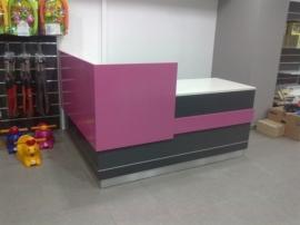 Κατασκευή γραφείου υποδοχής σε κατάστημα λιανικής πώλησης