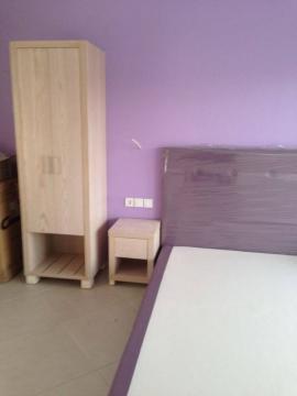 Κρεβάτι ντυμένο, κομοδίνο και ντουλάπα 2φυλλη σε ξενοδοχείο της Χαλκιδικής
