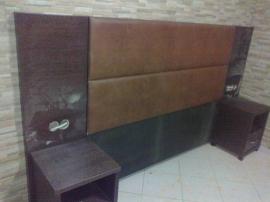 Κεφαλάρι κρεβατιού ντυμένο και κομοδίνα σε ξενοδοχείο της Χαλκιδικής