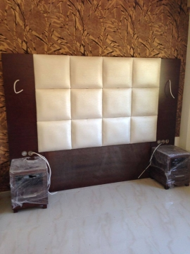 Κεφαλάρι τοίχου σε τεχνόδερμα σε ξενοδοχείο της Χαλκιδικής