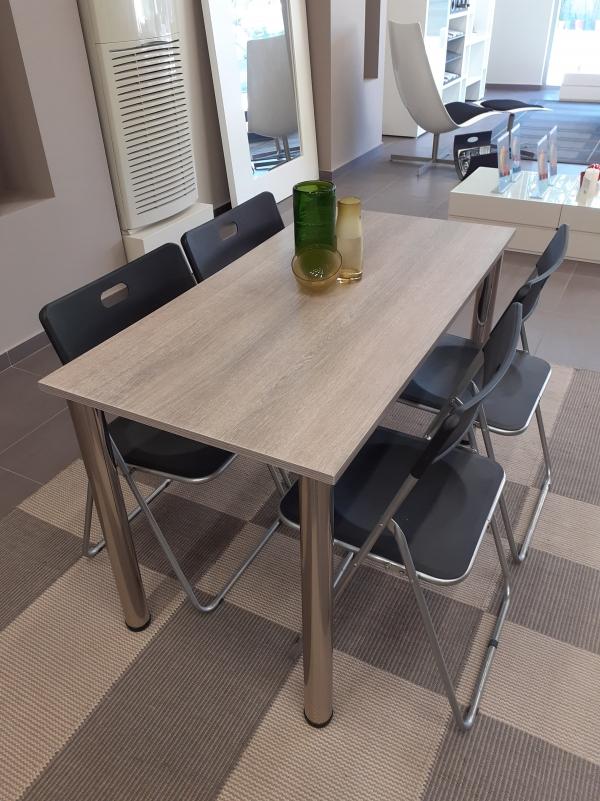 Τραπεζαρία φαγητού από βακελίτη ελιάς και μαύρα αναδιπλούμενα καθίσματα