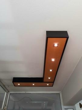 Ξύλινη κατασκευή οροφής για τα προβολάκια