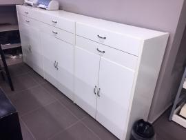 Έπιπλο αποθήκευσης/συρταριέρα σε λευκή λάκα