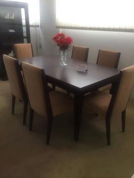 Τραπεζαρία με 6 καθίσματα σε κλασική γραμμή
