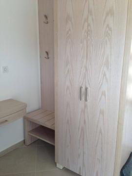 Ντουλάπα 2φυλλη και μπαγκαζιέρα σε ξενοδοχείο της Χαλκιδικής